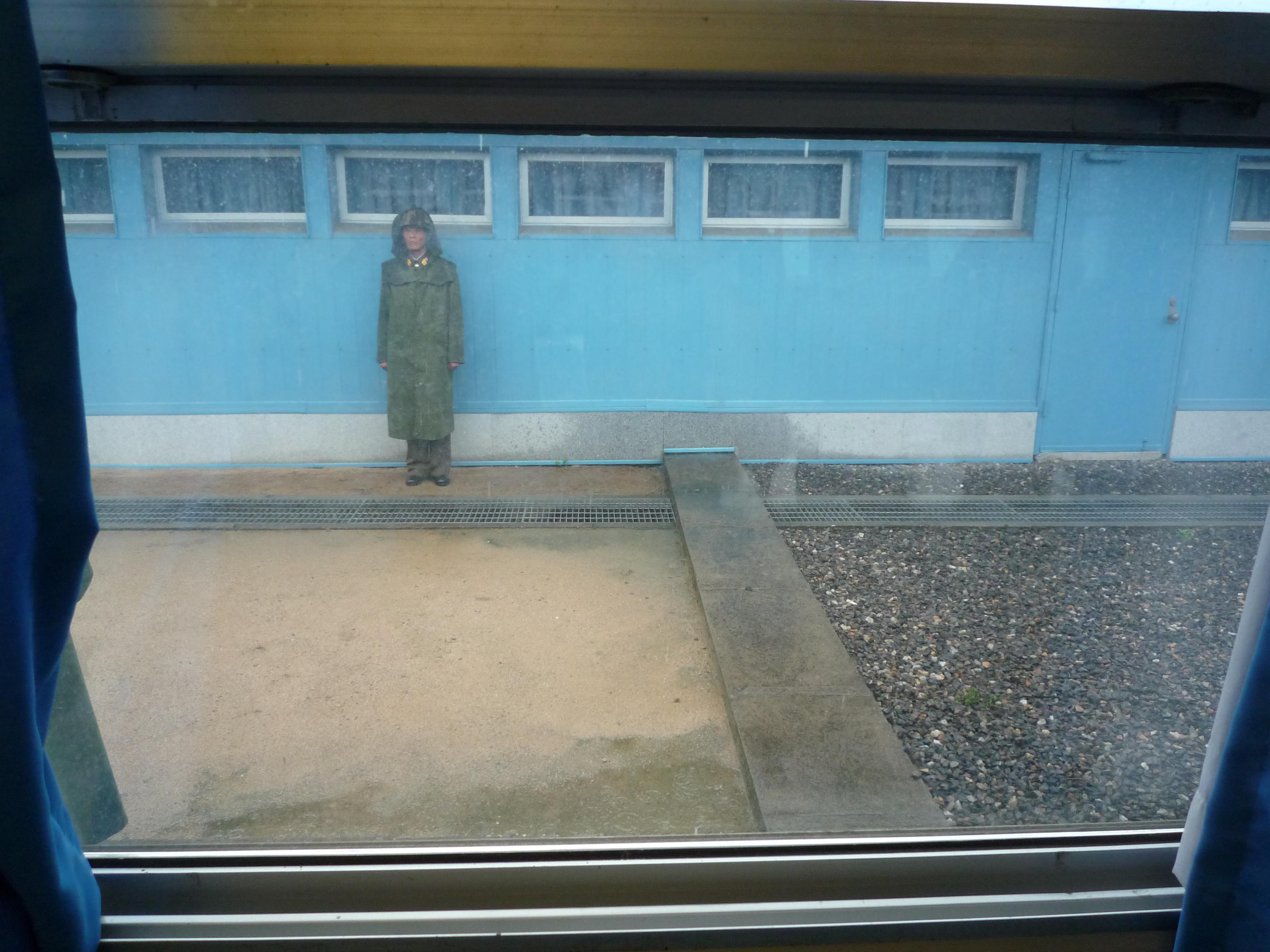 北朝鮮、韓国と一気に「準戦時状態」に 「22日午後5時」がポイント(国境の写真付き)