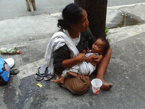 フィリピンで物乞いをする韓国人青年 体の傷が生々しく