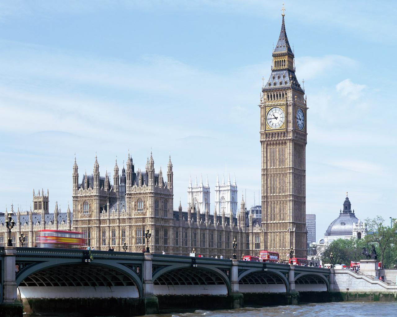 時代の変化 ①国を越えて大学に通う 1年で125万円も安い!? ポーランドに住みロンドンの大学へ通う大学生
