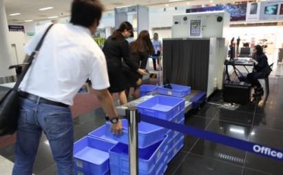 バッグから銃弾で日本人含む旅行者拘留、でも空港職員の罠@フィリピン・マニラ空港