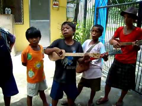 フィリピン・マニラでストリートチルドレンによる歌での物乞いを禁止か