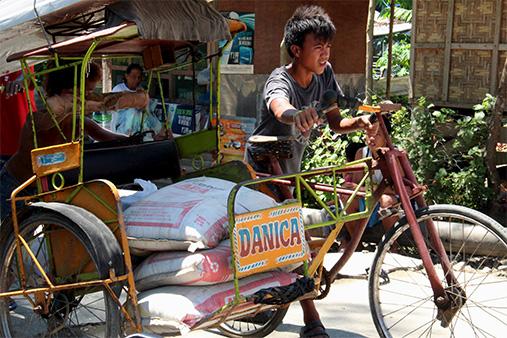 アジア諸国の最低賃金の動向 上昇率はホーチミン(ベトナム)がトップ、最低がマニラ(フィリピン) フィリピンの最低賃金は17地区別250~481ペソ