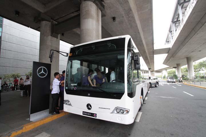 マニラ国際空港、マカティ行とロハスブルーバード行の2本のプレミアムバス運行開始
