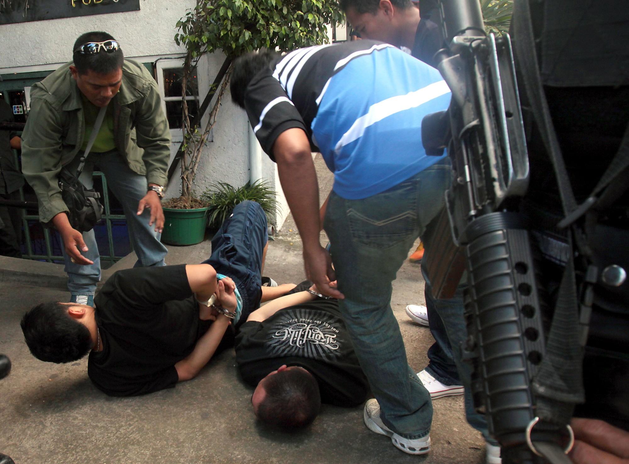 フィリピン・セブ、麻薬密売人殺害で、警察官に計35万円の報奨金